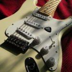 シュプリームとフェンダーストラトキャスターがコラボ Supreme x Fender 白いギターに恋の予感!